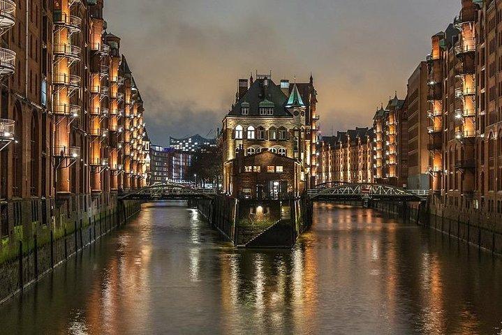 Round Trip Private Transfer: Hamburg Airport HAM to Hamburg City by Sedan Car, Hamburgo, ALEMANIA