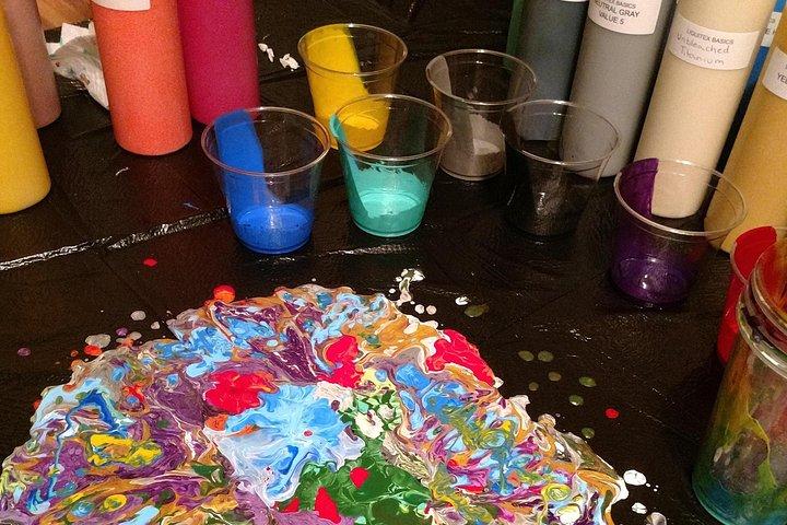 Acrylic Pour Painting Class in Estes Park, Estes Park, CO, ESTADOS UNIDOS