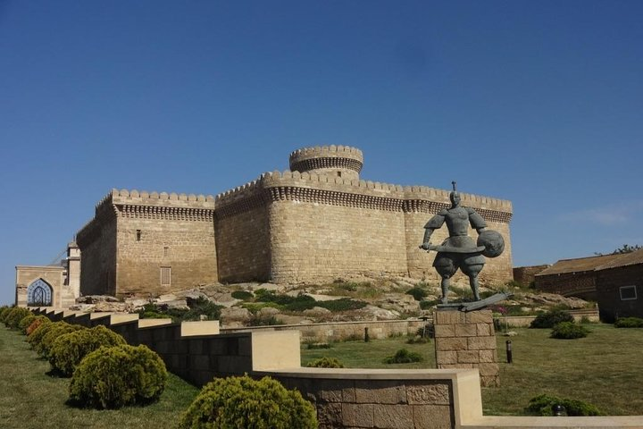 Private Tour to Fire temple (Ateshgah), Burning hill & 2 gems, Baku, AZERBAIYAN