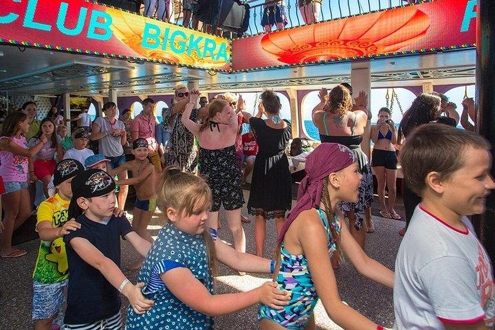Alanya: Luxury Pirates Yacht with Lunch and Drinks, Side, TURQUIA