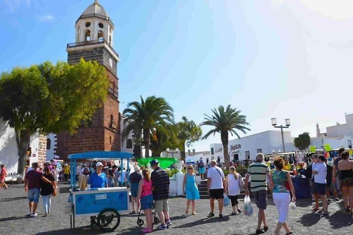 Teguise Market and La Graciosa Island Tour, Arrecife, Espanha