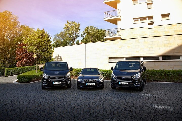 One-Way Private Transfer from Nuremberg to Prague By Comfortable Minivan, Nuremberg, Alemanha