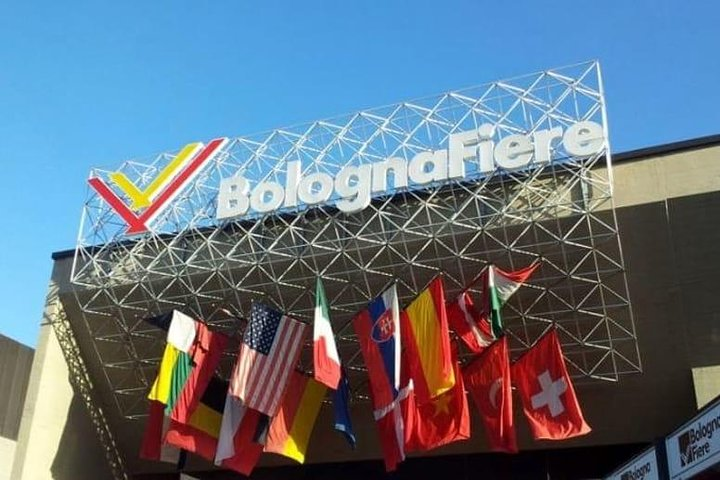 BOLOGNA: TRASLADO PRIVADO hasta 3 personas AEROPUERTO AL CENTRO-HOTEL-FERIA, Bolonia, ITALIA