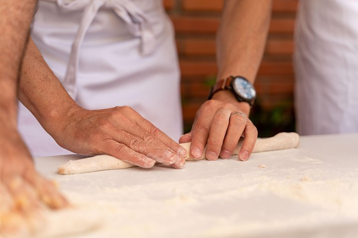 Private pasta-making class at a local's home with tasting in Pisa, Pisa, ITALIA
