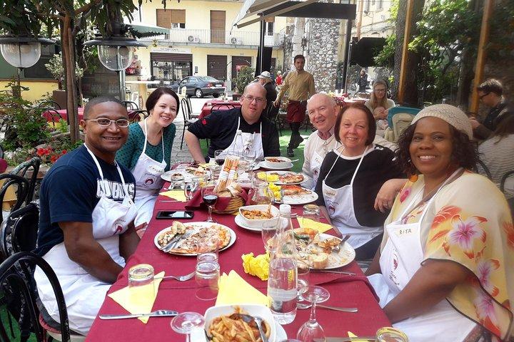 Half-Day Pizza Making Class in Taormina, ,