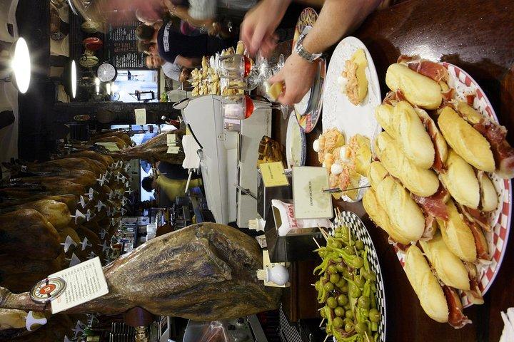 Pamplona pintxo tasting paired with Spanish wines small group tour, Pamplona, Espanha