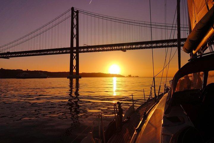 El mejor recorrido al atardecer en Lisboa en un yate de lujo, Lisboa, PORTUGAL