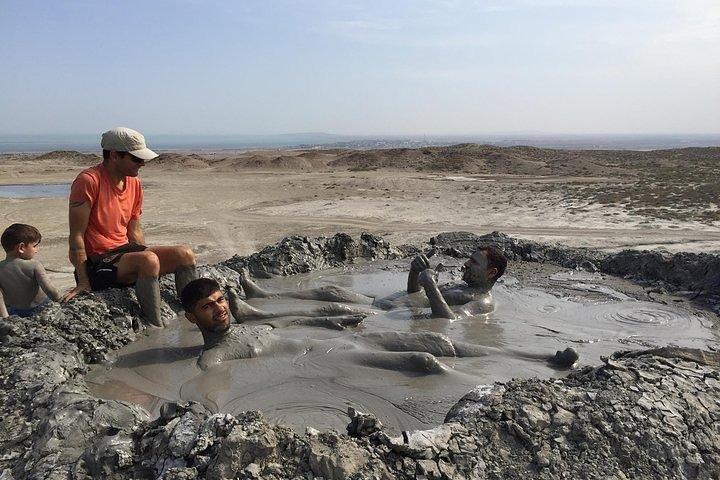 Gobustan & Mud Volcanoes Half day Group tour, Baku, AZERBAIYAN
