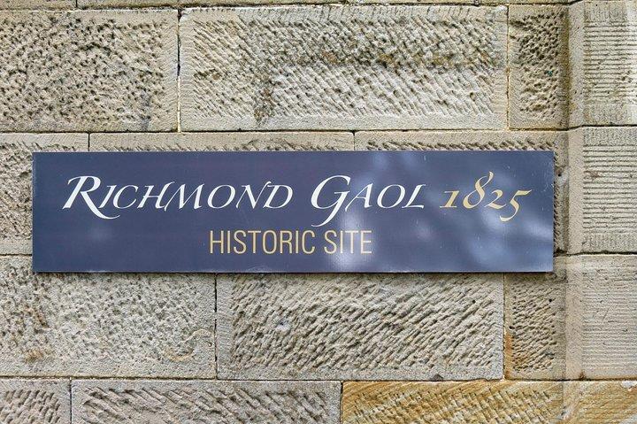 Mt. Wellington, Bonorong Wildlife Park and Richmond Tour, Hobart, AUSTRALIA