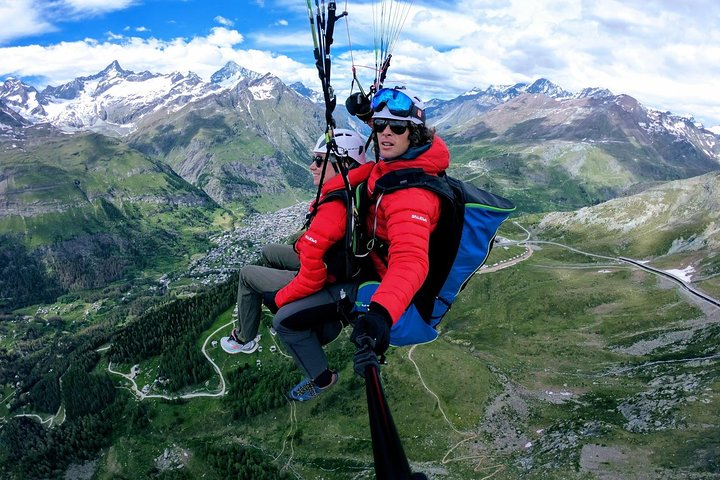 Paragliding mountain flight, Zermatt, SUIZA