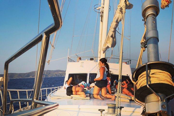 South Coast Cruise with BBQ&drinks, optional transfer, Miconos, GRECIA