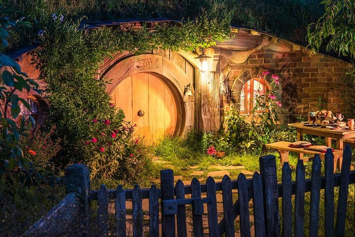 Hobbiton & Waitomo Caves Small Group Tour from Auckland, Auckland, New Zealand