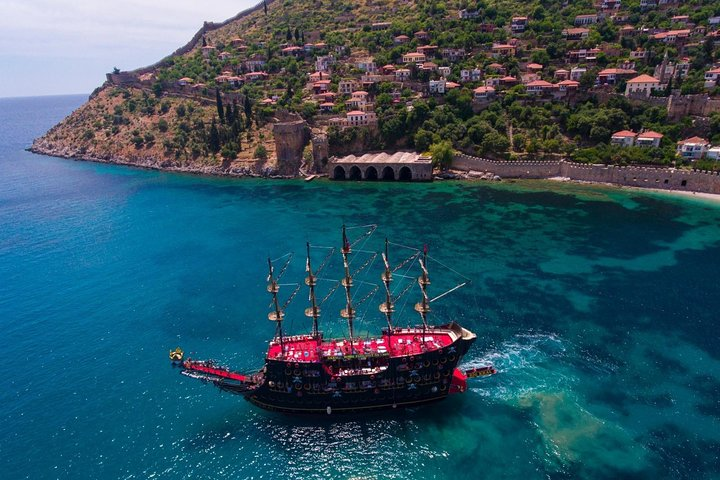 from Side: Sunset boat trip in Alanya with dinner and drinks, Side, TURQUIA