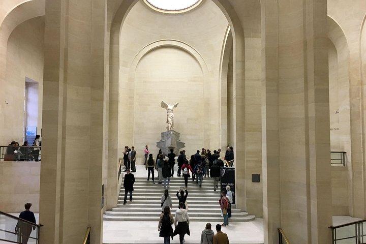Discover the secrets of the Louvre, Paris, FRANCIA