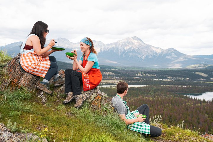 Peak Nic - A hike and an outdoor cooking lesson, Jasper, CANADA