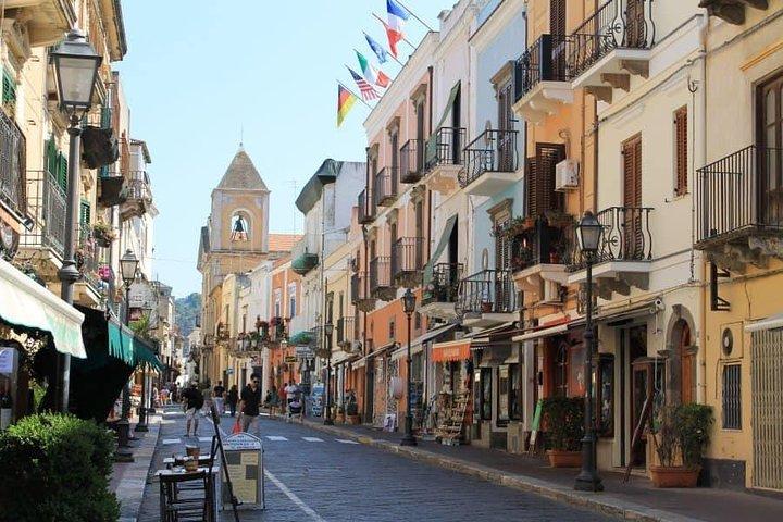 Walking tour in Lipari center, Islas Eolias, ITALIA