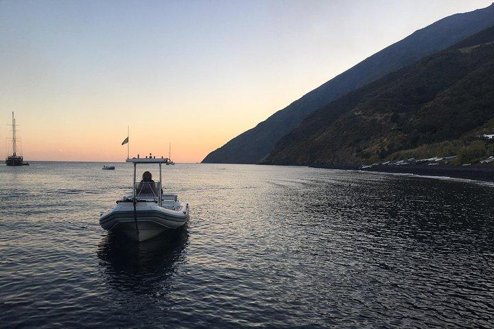 Exclusive tour of Stromboli island, Boat tour with Pasqualo, Islas Eolias, ITALIA