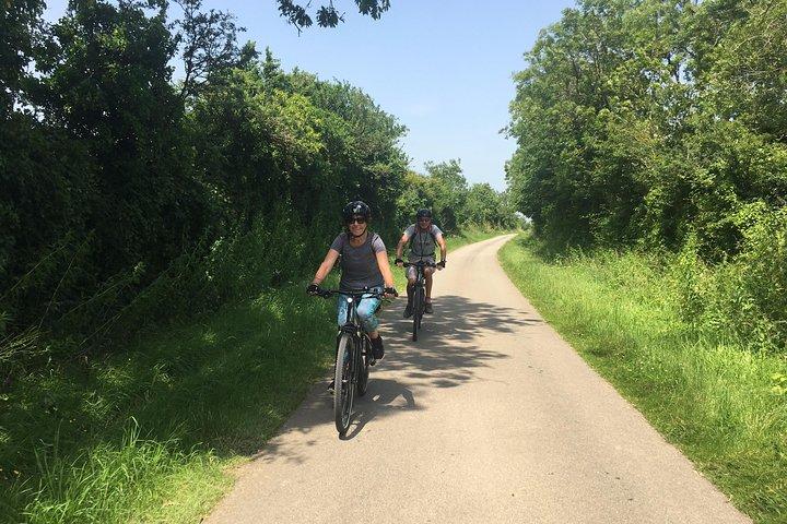 Half Day Bike Tour to Omaha Beach From Bayeux, Bayeux, França