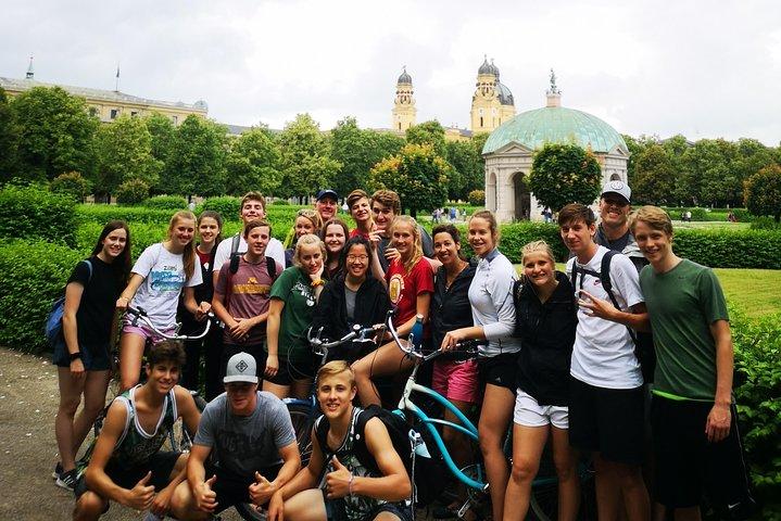 Clássica excursão de bicicleta às 11h30, Munique, Alemanha