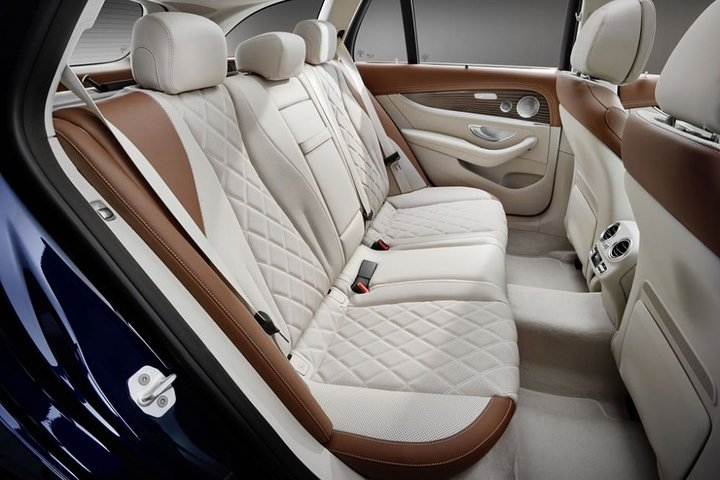 Departure Private Transfer Bruges City to Bruges Airport OST by Luxury Vehicle, Brujas, BELGICA