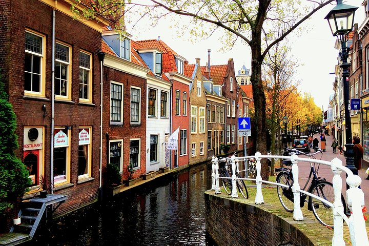Private Self-Guided Walking Tour in Delft, The Hague, HOLLAND