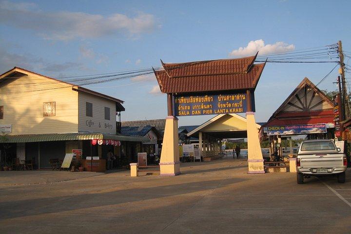 Krabi Airport To Koh Lanta by Shared AC Van, Krabi, Tailândia