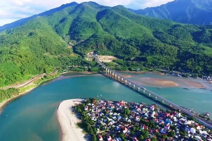 Hoi An To Hue Private Car With English Speaking Driver, Hoi An, VIETNAM