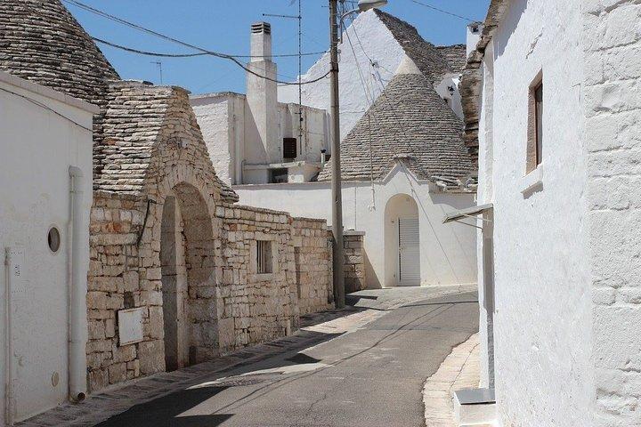"Guided tour ""Love stories of Alberobello"", Alberobello y Locorotondo, ITALIA"