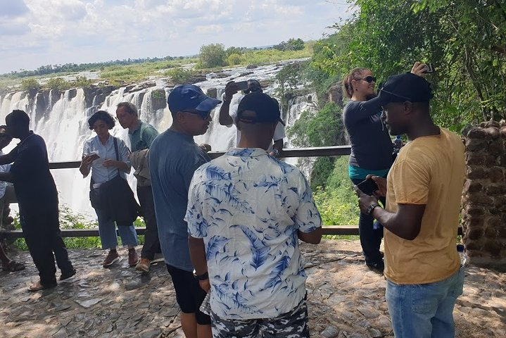 Guided Tour of the Victoria Falls On The Zambia Side, Livingstone, ZIMBABUE