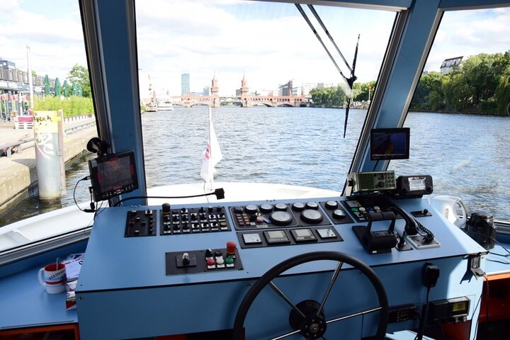 Capital Dinner Cruise at Sunset with Sightseeing of Berlin, Berlim, Alemanha
