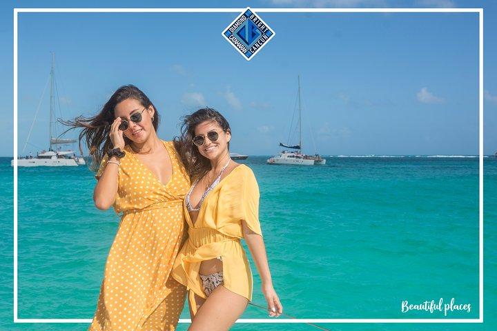 Luxury Catamaran tour to isla mujeres with transportation from Tulum, Tulum, Mexico