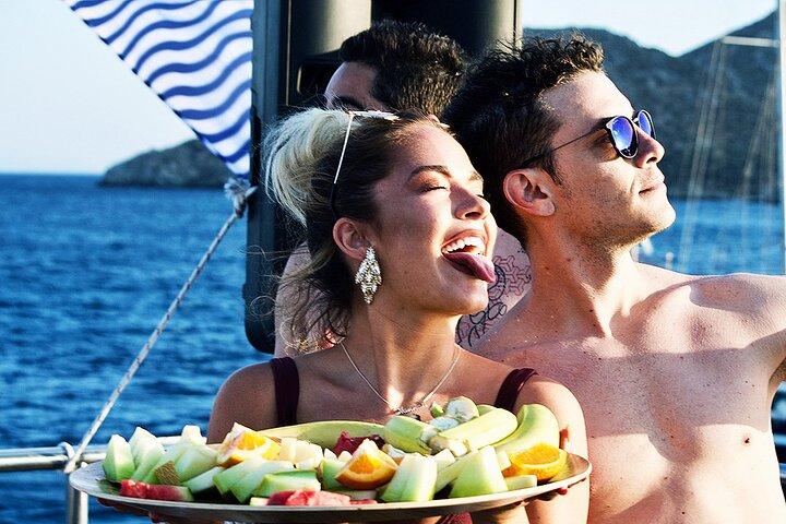 Fiesta en barco en Mykonos, Miconos, GRECIA