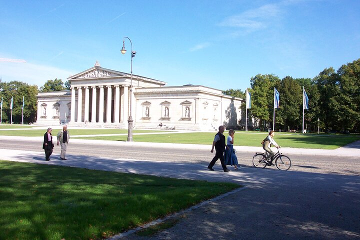 Munich Walking Tour: English Garden and Colorful History and Culture in the City Center, Munique, Alemanha