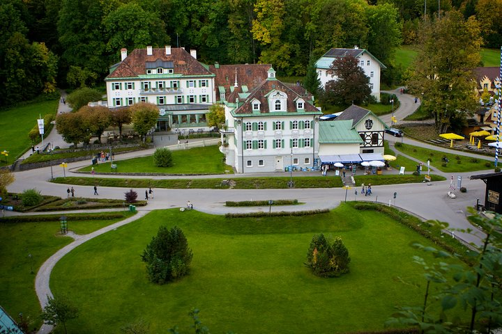 Private tour of the best of Fussen - Sightseeing, Food & Culture with a local, Fuessen, GERMANY