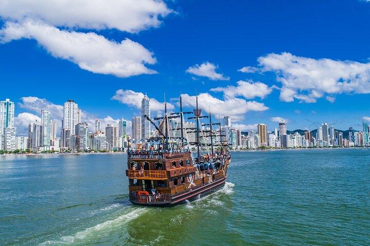 Combo Pirate Boat, Beach and Unipraias Park with transfers, Camboriu, BRASIL