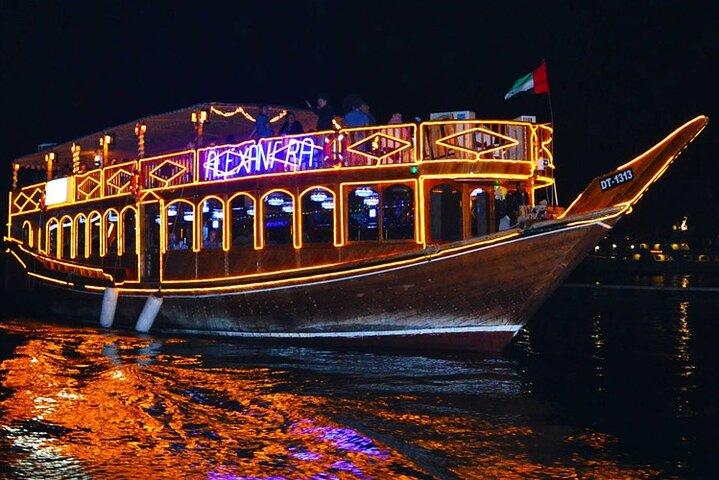 Abu Dhabi Dhow Dinner Cruise- Romantic Evening with Authentic Arabic Cuisine, Abu Dabi, EMIRATOS ARABES UNIDOS