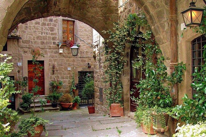 Viterbo Private City Tour including Popes Tombs Conclave Palace and Duomo, Lago de Bolsena, Itália