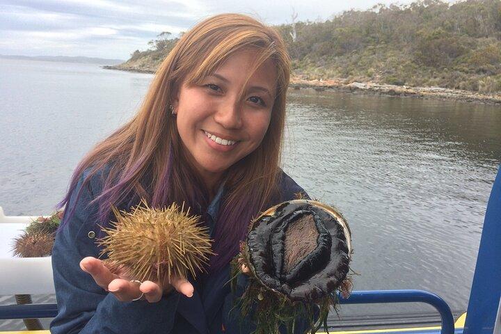 Tasmanian Seafood Gourmet Full-Day Cruise Including Lunch, Hobart, AUSTRALIA