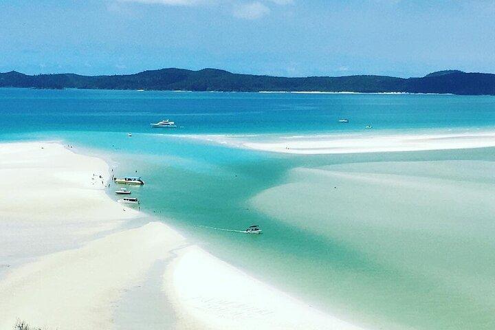 Este crucero de Whitsundays Sailing de 2 días y 2 noches a bordo de Spank Me incluye la playa Whitehaven Beach y la Gran Barrera de Coral, Airlie Beach, AUSTRALIA