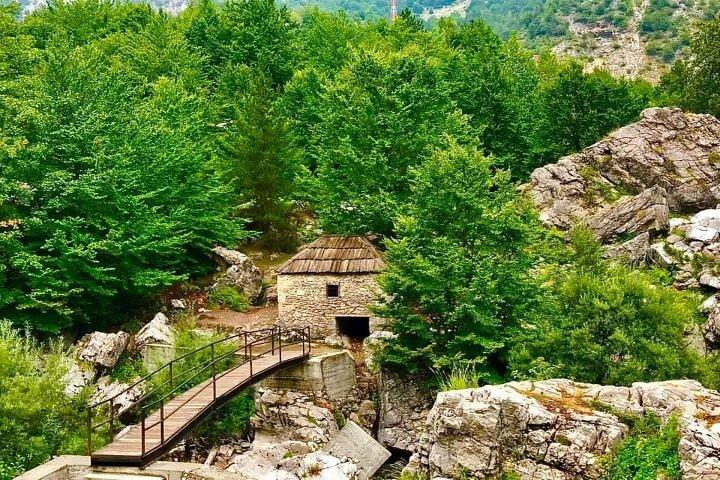 Hiking in Albania, Tirana, Albânia