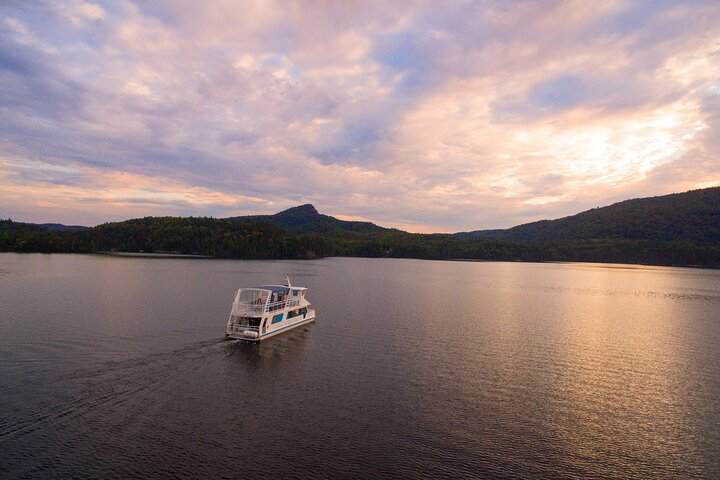 Mont-Tremblant Lake Cruise, Mont-Tremblant, CANADÁ