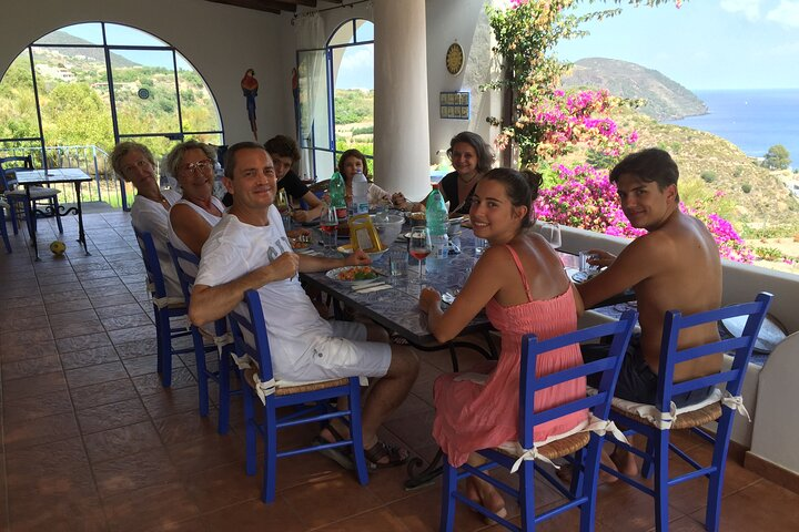 Private Cooking Class and Market Visit with Lunch in Lipari, Islas Eolias, ITALIA
