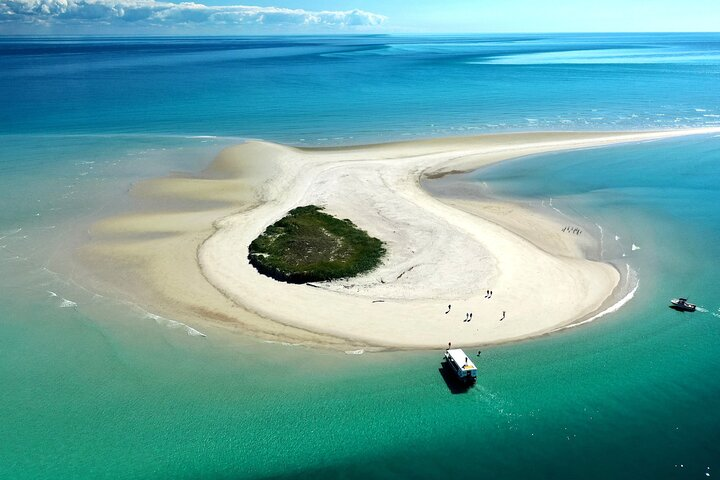 Great Sandy Marine Park, Turtle Discovery & Cultural Ecotour, Fraser Island, AUSTRALIA