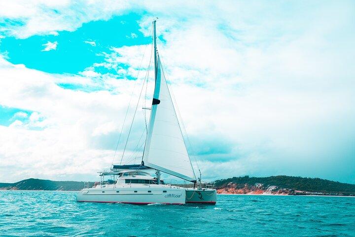 5 Night Bareboat Yacht Hire Onboard Cattitude, Fraser Island, Austrália