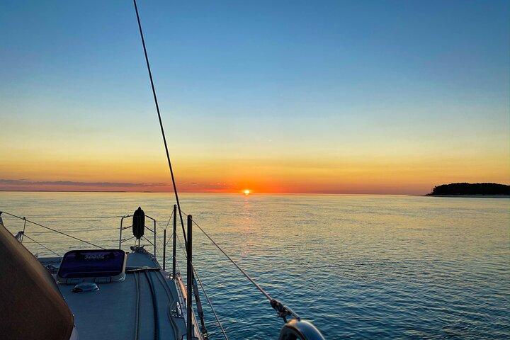 7 Night Bareboat Yacht Hire Onboard Indigo, Fraser Island, Austrália