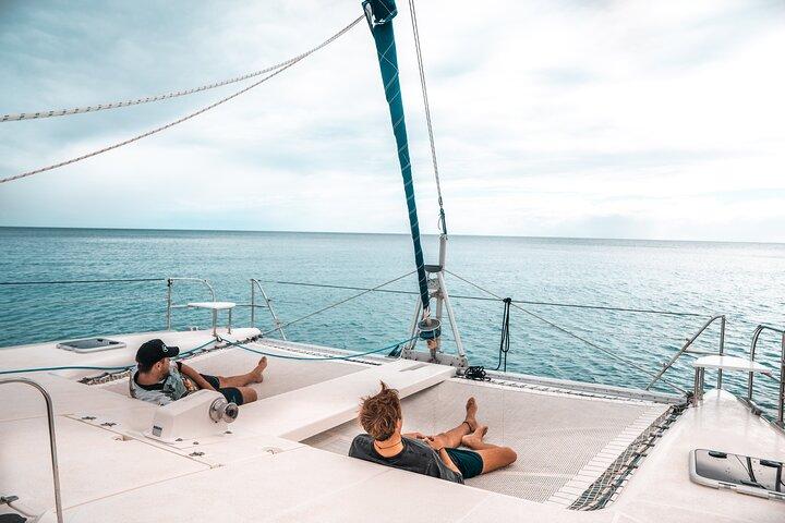 7 Night Bareboat Yacht Hire Onboard Cattitude, Fraser Island, Austrália