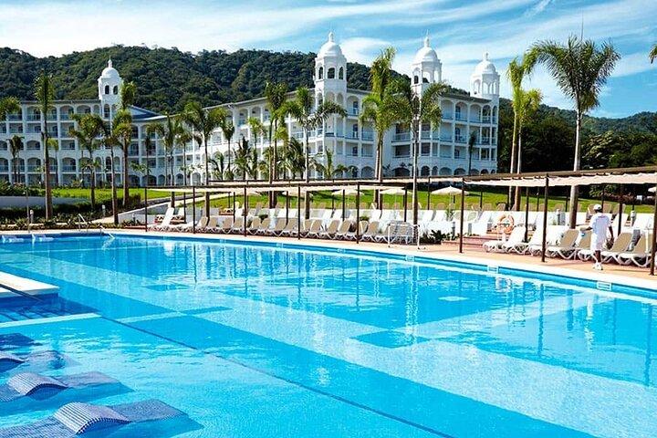 Aeropuerto de Liberia al Hotel Riu Palace y Riu Guanacaste, Playa Flamingo, COSTA RICA