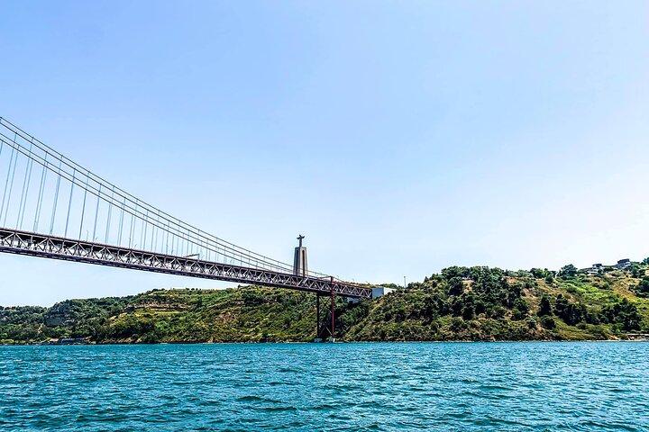 Sightseeing Lisbon Sailing Tour - Small-Group 2-Hour, Lisboa, PORTUGAL