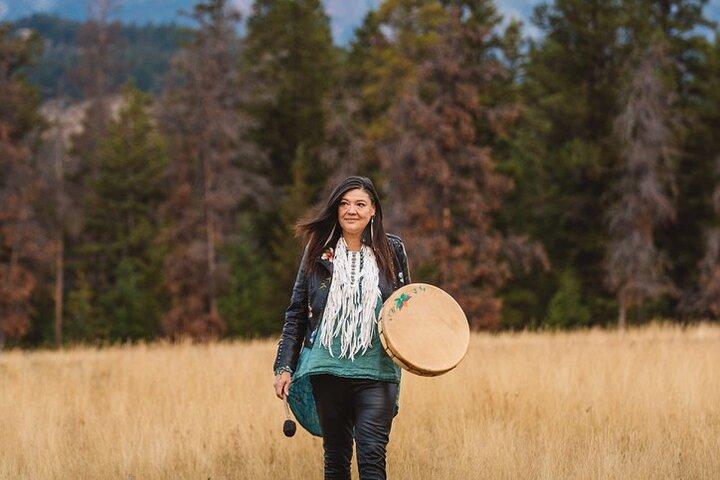2-Hour Private Wapakwanis Plant Walk, an Indigenous Talk and Takeaway, Jasper, CANADA