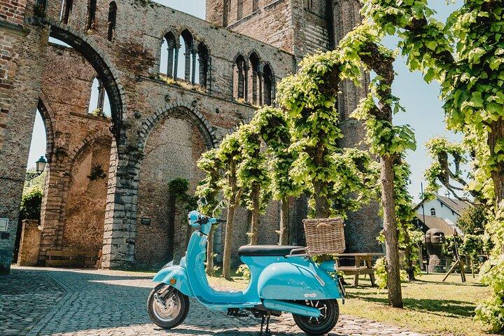 Self-Guided Vespa Tour in Bruges, Brujas, BELGICA